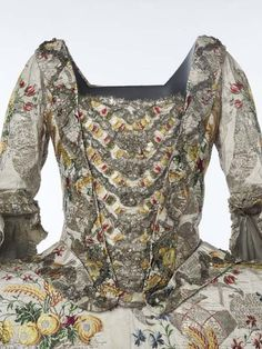 mantua-gown-3-full-bodice-and-sleeve
