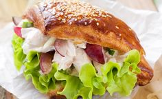 Chicken Salad Sandwich A blend of flavours and textures make this chicken salad sandwich a guaranteed favourite. Brazilian Chicken, Salmon Burgers, Sandwiches, Cooking Recipes, Chicken Salads, Healthy, Ethnic Recipes, Salad Sandwich, Target
