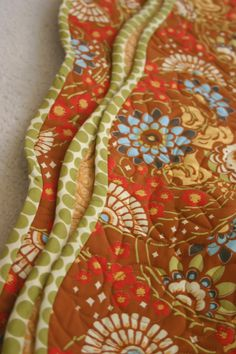 How to make the scalloped edge--binding curves (this whole thing is a wonderful tutorial!)