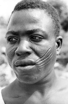 Africa | Edo-speaking man with facial scarifications. Benin City, Nigeria.  1970 | ©Eliot Elisofon