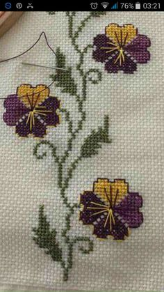 Hand Embroidery Design Patterns, Embroidery Flowers Pattern, Flower Patterns, Cross Stitch Borders, Cross Stitch Rose, Crochet Stitches, Embroidery Stitches, Swedish Embroidery, Hand Stitching