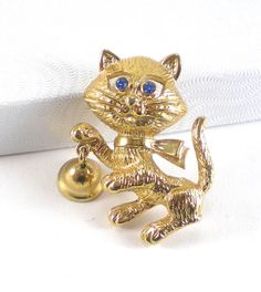 Small Kitty Cat Christmas Brooch Pin Avon Vintage by paleorama