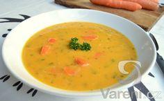 Recept na zdravou polévku z mrkve, červené čočky a zázvoru.