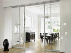 Стеклянные межкомнатные двери (60 фото): стильное решение интерьера http://happymodern.ru/steklyannye-mezhkomnatnye-dveri-60-foto-stilnoe-reshenie-interera/ С помощью стеклянных дверей можно зрительно расширить помещение