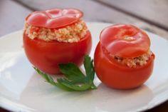 Gefüllte Tomaten mit Couscous und Schafskäse. Das komplette Thermomix Rezept aus dem Varoma für gefülltes Gemüse könnt ihr hier finden: http://www.meinesvenja.de/2013/04/29/gefuellte-tomaten-mit-couscous-und-schafskaese/