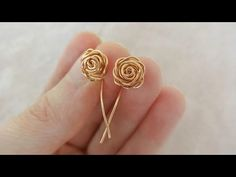 All in One Wire Rosette Earrings Tutorial ~ The Beading Gem's Journal ~ Wire Jewelry Tutorials Metal Jewelry, Beaded Jewelry, Handmade Jewelry, Wire Wrapped Earrings, Wire Earrings, Crochet Earrings, Bijoux Fil Aluminium, Wire Flowers, Earring Tutorial
