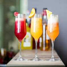 7 enkla och magiskt goda drinkar med prosecco Prosecco Drinks, Cocktail Drinks, Fruity Alcohol Drinks, Canned Blueberries, Vegan Scones, Cocktail Photography, Great Recipes, Healthy Recipes, Scones Ingredients
