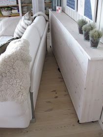 21 trendy ideas for living room table behind couch window Shelf Behind Couch, Behind Sofa Table, Window Behind Bed, Sofa Shelf, Living Room Sofa, Home Living Room, Living Room Decor, Living Room End Tables, Couch Storage
