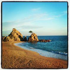 Tossa.. Platja de la mar menuda. #incostabrava #descobrircatalunya #descobreixcatalunya #beach
