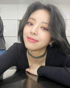South Korean Girls, Korean Girl Groups, Selfies, New Girl, Nice Tops, Kpop Girls, Cool Girl, Chokers, Instagram