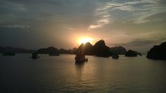 Sunset on Ha Long Bay -  a MUST SEE place in Vietnam ^^ Places Worth Visiting, Ha Long Bay, Vietnam Travel, Business Travel, Laos, Adventure Travel, New Experience, Thailand, Around The Worlds