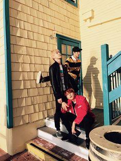 [Vyrl] NCT : [#도영] DY TY 서로 쳐다봉 사진 제공 : 도영 KCON 2017 MEXICO 공연을 마치고 한국으로 돌아오던 중,