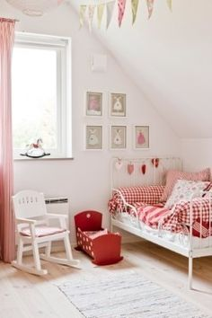 Love the pink and red mix.