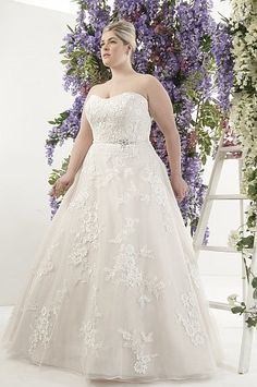 Brautkleider große Größen: Festliches in Übergröße   Seite 4