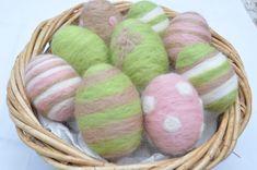 Egg Crafts, Bunny Crafts, Easter Crafts, Felted Soap, Wet Felting, Magazine Deco, Boutique Deco, Felted Wool Crafts, Needle Felting Tutorials