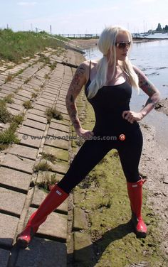 Red Hunter Boots, Hunter Wellies, Wellies Boots, Shoe Boots, Fur Boots, Horse Fashion, Leggings, Rain Wear, Looking For Women