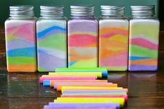 Rainbow in a Jar --- With just 2 ingredients. Make this beautiful and easy rainbow salt jar craft project with just chalk and salt. Your kids will love this simple art project! Kids Crafts, Baby Food Jar Crafts, Baby Food Jars, July Crafts, Decor Crafts, Mason Jar Projects, Mason Jar Crafts, Mason Jars, Easy Art Projects