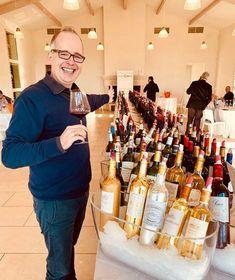 Aktuell war einer unserer Product Manager, Tjark Witzgall, in Bordeaux unterwegs um für Sie die neuen spannenden Fassproben der Bordeaux-Weine des Jahrgangs 2018 zu degustieren und natürlich auch nach der Qualität zu bewerten. Manager, Online Magazine, Drinks, Bottle, Food And Wine, Worth It, Drinking, Beverages, Flask