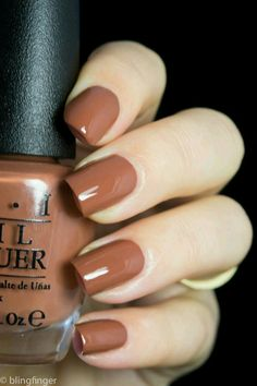The 20 Trendiest Fall Nail Colors Fall Nails Inspiration Fall is undoubtedly the best time of the year to wear warm colors. Whether you're sporting an oversized beige sweater, walking around… Classy Nails, Cute Nails, Pretty Nails, Brown Nail Polish, Brown Nails, Fall Nail Polish, Brown Nail Art, Cute Nail Polish, Fall Nail Colors