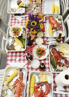 I teach you how to have a lobster bake at home. This is an ideal meal for entertaining. Make ahead easy clean up and LOBSTER! Summer in New England means one thing LOBSTER! From June until September we have a lot of house guests. Its funny weve lived all Lobster Bake Party, Shrimp Boil Party, Seafood Party, Seafood Bake, Seafood Dishes, Crab Bake, Seafood House, Lobster Fest, Lobster Boil