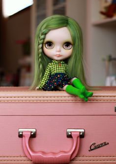 I don't know why I love this pic so much, maybe cause I have had green hair b4 lol...