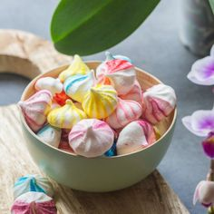 The easy technique to make small bicolor meringues, with video.