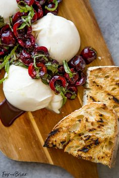 This Burrata with Balsamic Cherries and Basil the ultimate summer appetizer! Creamy, fresh burrata paired with juicy cherries and fragrant basil uses summer produce at its best, and no cooking required! Burrata Recipe, Basil Recipes, Cherry Recipes Savory, Cherry Recipes Dinner, Yummy Food, Tasty, Appetizers For Party, Summer Appetizer Recipes, Antipasto