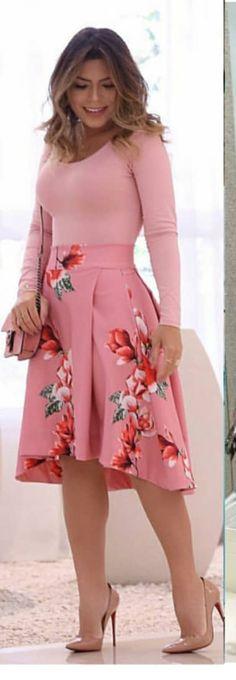 Look romântico e cheio de charme. Modest Outfits, Skirt Outfits, Modest Fashion, Skirt Fashion, Fashion Outfits, Womens Fashion, Nice Dresses, Casual Dresses, Short Dresses
