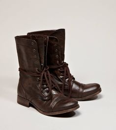 I want these boots sooo bad. I can't find them ANYWHERE accept American Eagle and they don't have my size!