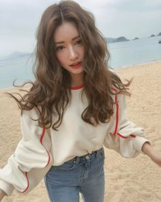 Find images and videos about girl, fashion and hair on We Heart It - the app to get lost in what you love. Korean Beauty, Asian Beauty, Medium Hair Styles, Curly Hair Styles, Ulzzang Hair, Hair Looks, Pretty People, Dyed Hair, Hair Inspiration