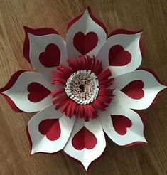 Paper Flower Patterns, Paper Flowers Craft, Paper Flower Tutorial, Paper Flower Backdrop, Flower Crafts, Diy Flowers, Fabric Flowers, Giant Paper Flowers, Metal Flowers