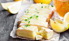 Λευκή σοκολάτα και λεμόνι: ένας υπέροχος συνδυασμός για να τον απολαύσουμε σε ένα φρεσκοψημένο κέικ που θα κάνει την καλύτερη παρέα με ένα ζεστό και μυρωδάτο καφέ. Cake Aux Fruits, Hungarian Recipes, Let Them Eat Cake, Oreo, Feta, Camembert Cheese, Sweet Treats, Dairy, Sweets