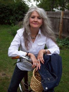 this lady looks happy and carefree, love her long gray hair Long Gray Hair, Silver Grey Hair, White Hair, Going Gray Gracefully, Aging Gracefully, Hair Dos, My Hair, Silver Haired Beauties, Curly Hair Styles