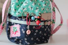 Sandra's adorable project bag - oh, the details!