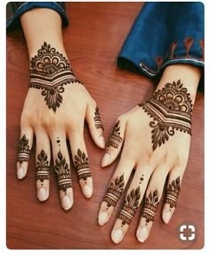 These stuning simple mehndi designs will suits you on every occassion. In Indian culture, mehndi is very important. On every auspicious occasion, women apply mehndi to show the importance of the occasion. Pretty Henna Designs, Modern Henna Designs, Indian Mehndi Designs, Mehndi Design Photos, Beautiful Mehndi Design, Latest Mehndi Designs, Geometric Designs, Beautiful Patterns, Mandala Tattoo