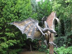 dragon sculpture (via theforgey 2010-09 on flickr 30683877)