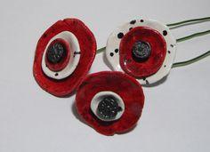 Bouquet 3 coquelicots design céramique Kangooroobijoo sur tige alu rouge blanc noir : Perles par kangooroobijoo