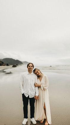 Beach Engagement Photos, Engagement Couple, Engagement Shoots, Couple Photography Poses, Fashion Photography, Photography Ideas, Couple Posing, Couple Shoot, Photoshoot Inspiration