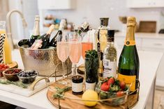 The best champagne bar! It's perfect for entertaining & NYE Board: Champagne and Wine Best Champagne, Glass Of Champagne, Champagne Cocktail, Bubbly Bar, Mimosa Bar, Mimosa Brunch, Prosecco Bar, Panna Cotta, Nye Party