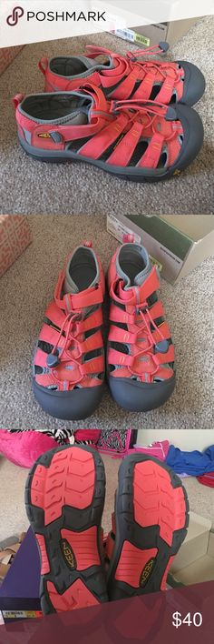Keen shoes Coral/grey.. Brand new... Kids 6.. Women's 8 Keen Shoes Mules & Clogs