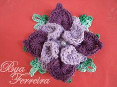 Olá meninas!  fui apresentada recentemente por uma amiga a essa flor chamada de flor estrela de autoria de Marcelo Nunes, Achei linda!!    F...