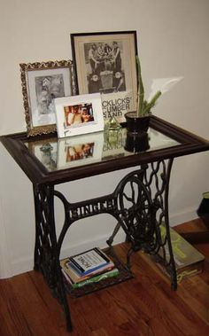 Vintage Sewing Neat re-purposed sewing machine table.:) - Small tables created with vintage sewing machines look spectacular and surprising Vintage Sewing Table, Diy Vintage, Vintage Sewing Patterns, Vintage Shabby Chic, Vintage Ideas, Vintage Decor, Vintage Stuff, Vintage Lace, Sewing Machine Tables