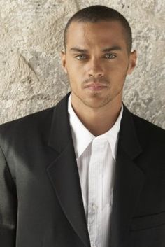 such a hottie! i swear hes my future husband! :P OhMyGod Jesse Williams! such a hottie! i swear hes my future husband! :P OhMyGod Jesse Williams! such a hottie! i swear hes my future husband! Jesse Williams, Pretty People, Beautiful People, Jackson Avery, Actrices Sexy, Youre My Person, My Sun And Stars, Hommes Sexy, Raining Men