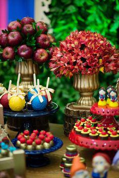 doces branca de neve Snow White Birthday, Baby Birthday, Birthday Parties, Snow White Cake, White Cake Pops, Snow White Wedding, White Party Decorations, Snow Party, White Day