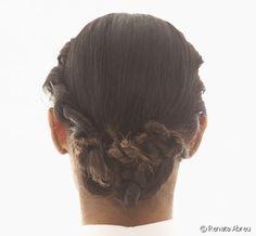 http://www.get-the-look.cl/articulo/mono-con-efectos-enrollados-para-eventos-especiales-ve-el-paso-a-paso-y-elabora-el-peinado_a10475/1#11