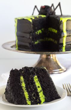 Impress your guests at your Halloween party with this Spooky Spiderweb Cake from Miranda at Cookie Dough and Oven Mitt as our festivities continue with more Halloween fun!// A Cedar Spoon halloween food sweets Bolo Halloween, Halloween Birthday Cakes, Dessert Halloween, Halloween Baking, Halloween Goodies, Halloween Food For Party, Easy Halloween Cakes, Halloween Chocolate Cake, Halloween Decorations