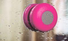 Lo speaker Bluetooth waterproof può essere usato anche sotto la doccia per ascoltare musica o per effettuare e ricevere chiamate