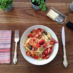super simple summer tomato pasta