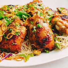 Sticky Glazed Chicken and Noodle Salad Kitchen Recipes, Cooking Recipes, Vietnamese Noodle Salad, Asian Recipes, Ethnic Recipes, Glazed Chicken, Asian Cooking, Thai Cooking, Salad Ingredients