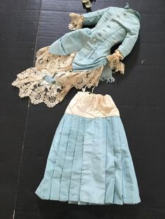 ~ Beautiful!! Antique Petite Lady Doll 2 Piece Silk Taffeta Fashion ~ in Dolls & Bears, Dolls, Clothes & Accessories, Antique & Vintage | eBay
